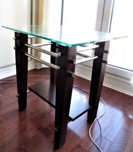 Leon's Modern Glass Top End Table / Side Table