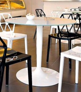 """*DESIGNER* Calligaris """"Planet"""" tempered glass dining room table"""