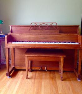 Mason & Risch Apt size piano