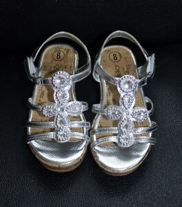 5 PAIRS OF GIRL'S SHOES SIZE 8 & 9 ALL FOR $40
