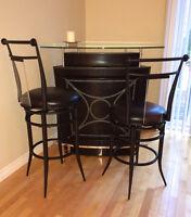 Glass Top Bar For Sale/Bar avec Table en Vitre a Vendre