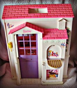 BARBIE ~ HOUSE (FOLDS OUT TO 3 ROOMS) W/BATTERY LAMP IN WINDOW Kitchener / Waterloo Kitchener Area image 2