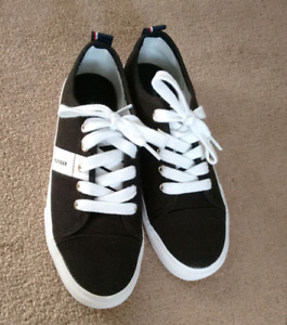 BRAND NEW- Tommy Hilfiger womens black shoes-size 6