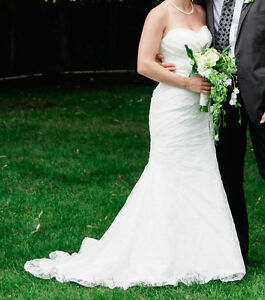 Size 4 wedding dress: ivory, lace, sweetheart neck, fit & flare