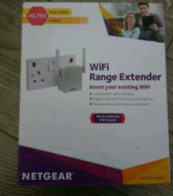 NETGEAR AC750 Wi-Fi Range Extender - Dual Band Gigabit