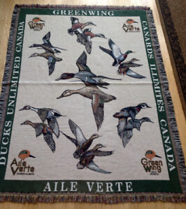 Ducks Unlimited Bilingual Blanket/Wall Hanging,    New