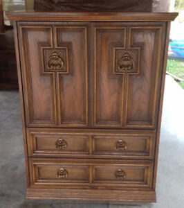 Set Of 2 Beautiful Victoriaville Dressers