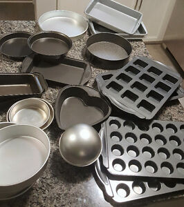 MULTIPLE LIKE NEW BAKING ITEMS FOR SALE