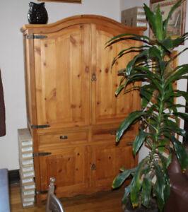 pine wood armoire pins bois 75 x 46 x24 grand chest bureau TV