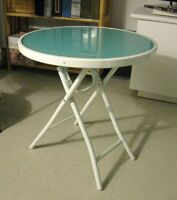 PETITE TABLE RONDE PLIANTE / SMALL ROUND FOLDING TABLE