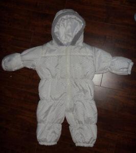 Baby snowsuit for age 12 months /Habit de neige pour age 12 mois