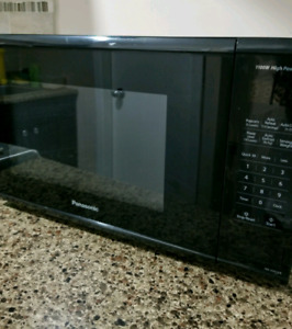 Panasonic 1.3 cu Microwave oven. If ad is up item is available