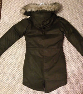 ARITZIA WINTER COAT - never worn, tags on, perfect condition Kingston Kingston Area image 6