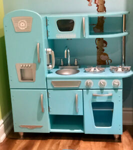 Vintage Kitchen Play Set (EXCELLENT condition!!!) with EXTRAS!