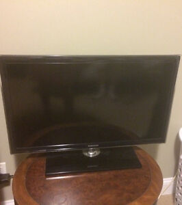 Samsung 32 inch LED 720p 60HZ HDTV With remote in excellent cond