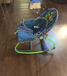 Vibrating baby sling back chair - barely used Kitchener / Waterloo Kitchener Area image 1