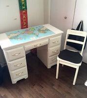 Student desk for sale! / Bureau d'étudiant à vendre!