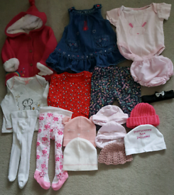 17 BABY GIRL'S CLOTHING ITEMS SIZE 0-3MTHS JOBLOT 17