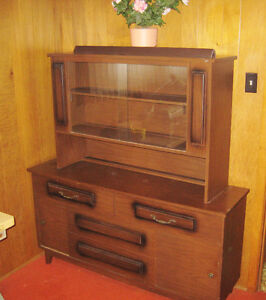 Retro Display Cabinet with Storage Compartments