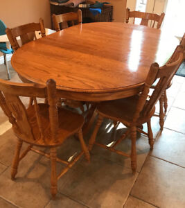 Solid oak dining table/chairs