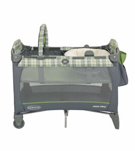 Like new pack and play playpen GRACO, napper and changer, SFH