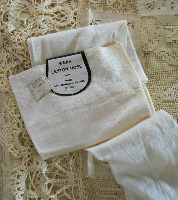 1920 SNOW WHITE FINE KNIT FLAPPER STOCKING WITH ORIGINAL PAPER TAG DEAD STOCK