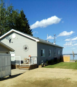 LAKEFRONT HOME. VAL QUENTIN, LAC STE ANNE