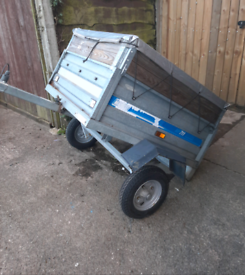 Maypole trailer with waterproof cover and a extending colla