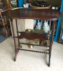 ANTIQUE HALL TABLE SOLID WOOD MISSISSAUGA VINTAGE HOME DECOR