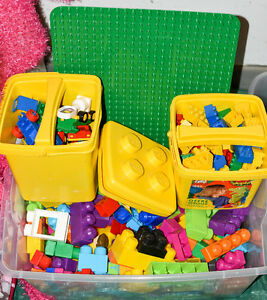 Lot de Mega blocks et blocks Duplo