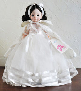 "MADAME ALEXANDER DOLL SNOW WHITE #1555 14"" VINTAGE MINT w BOX Stratford Kitchener Area image 1"