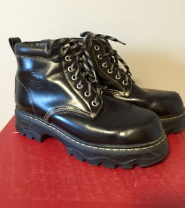 ROOTS Tuff Black Leather Boots size 9