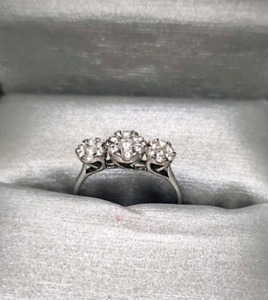 Georgous Diamond ring with 18k white gold