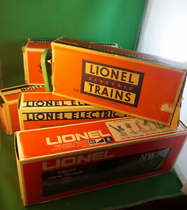 4U2C CHOICE OF VINTAGE LIONEL TRAIN CARS AND LIGHT