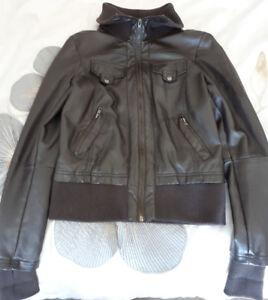 Manteau extra small pour femme 15$