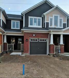3 Bedroom 2.5 Bath Townhouse in Doon Kitchener $1,795