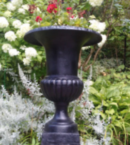 CAST IRON URNS - GARDEN PLANTERS  - Outdoor Lion bench