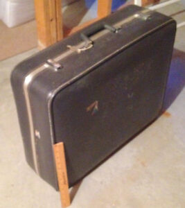 Suitcase, Very Large, Clean, and Versatile, with Key