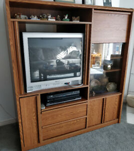 Solid oak TV cabinet, free for pickup