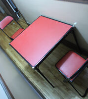 CODEY folding table (30x30 in) and 2 folding chairs ***VINTAGE**
