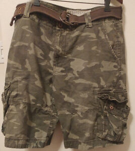 Camouflage/army print shorts with belt