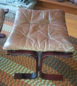 vintage mid century siesta chair and stool London Ontario image 8