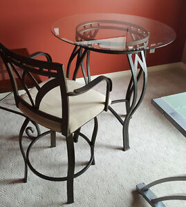Beautiful Bistro Kitchen table & 2 Swivell Chairs