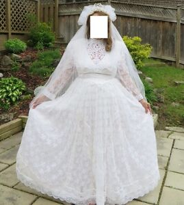 Beautiful Lace Vintage Style Wedding Dress