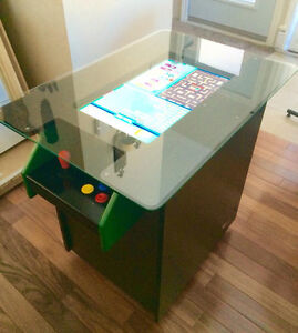 Cocktail table arcade - jeux video with pinball