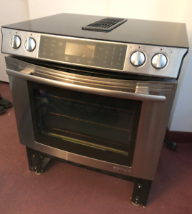 JENN-AIR Oven + 4-Element Stovetop