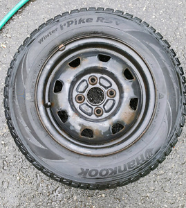 Hankook winter tires 175/70R13 with rims / pneu d'hiver Hankook