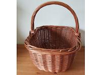 Traditional wicker shopping basket/picnic basket