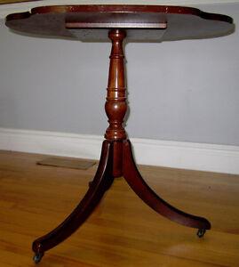 Table en bois - antiquité / Wooden Antique Table Gatineau Ottawa / Gatineau Area image 4