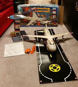 Vintage 1982 Hot Wheels Cargo Plane with box